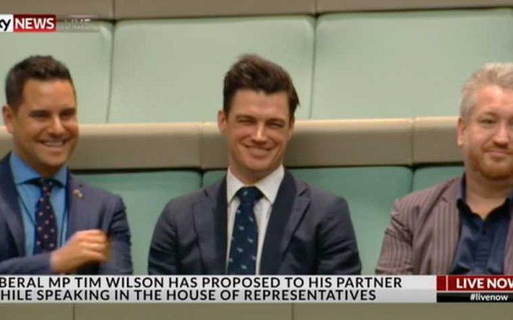 Videosnack   Australische politicus vraagt man ten huwelijk in parlement