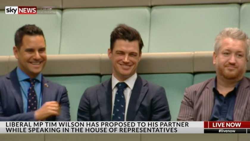 Videosnack | Australische politicus vraagt man ten huwelijk in parlement