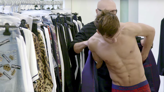 Virals van de Week | Tom Daley loopt voor het eerst mee met modeshow
